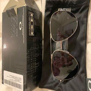 BNIB Oakley Elmont Sunglasses